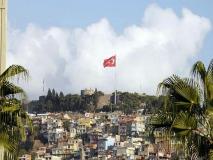 Kale-bayrak [Fotoğraf : Berk Altınışık]